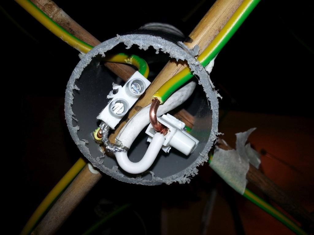 Inkoppling av koaxkabel 2-metersantennen.