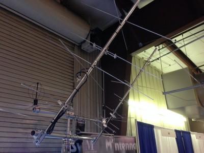 M2 LEO-pack yagis. I bakgrunden syns även deras 2/70 omni-antenner.